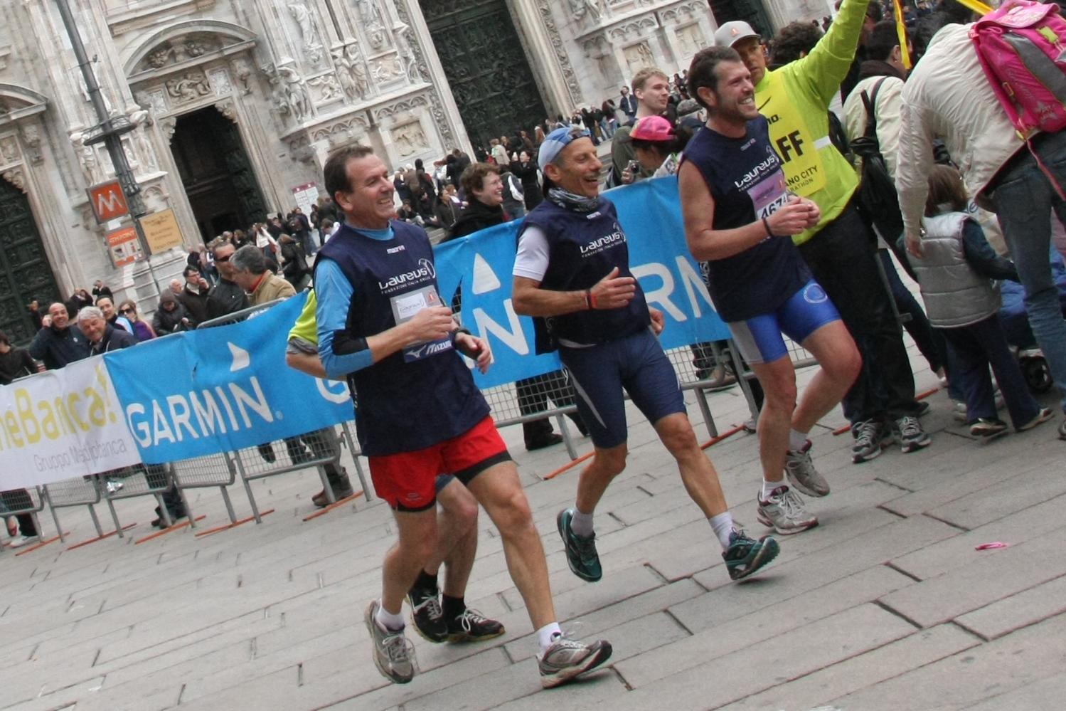 """Giovanni Storti, del trio """"Aldo Giovanni e Giacomo"""" alla Milano City Marathon"""