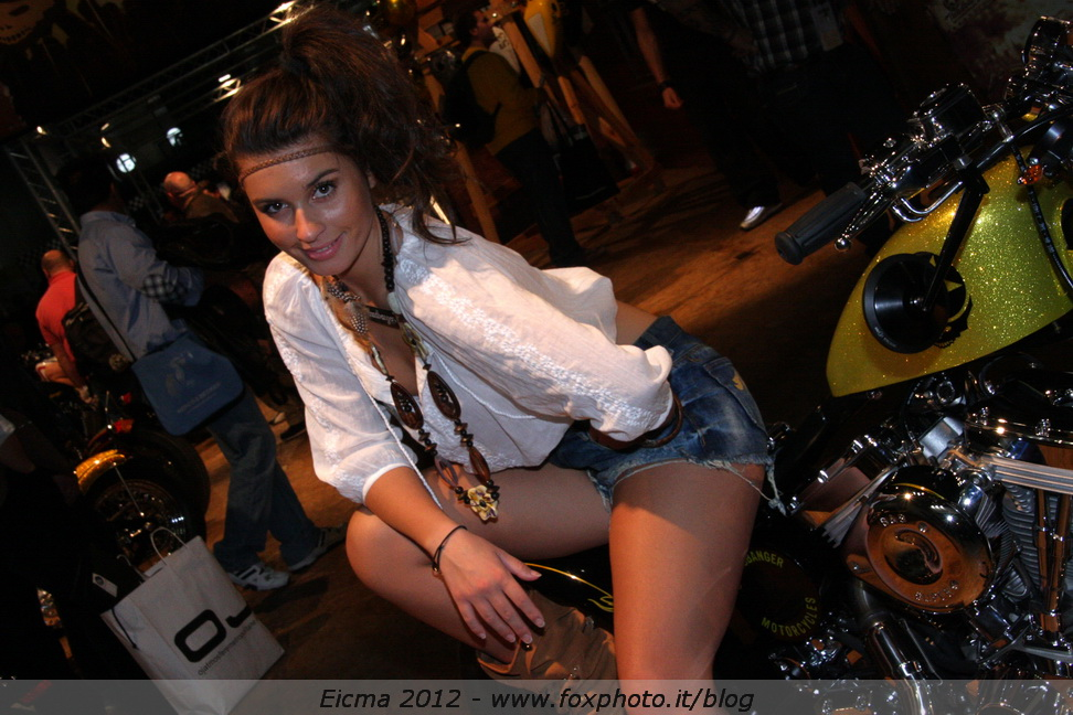 eicma girl headbanger