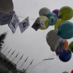 crisi-brianza-hi-tech-micron-alcatel-manifestazione-07_resize palloncini badge