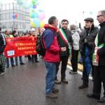 crisi-brianza-hi-tech-micron-alcatel-manifestazione-19_resize sindaco vimercate agrate